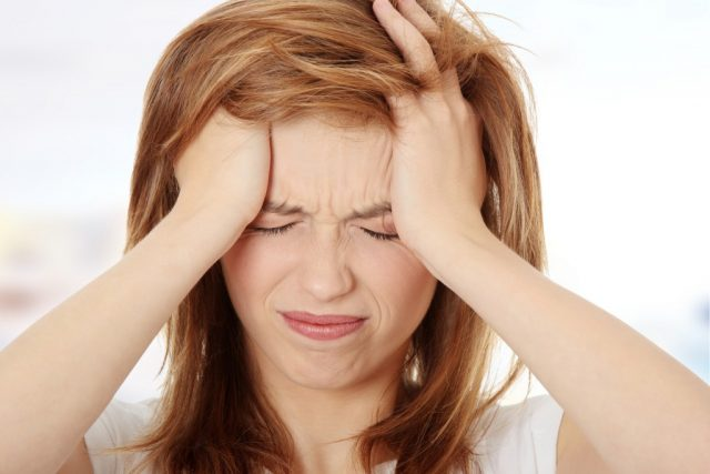 Khó ngủ, ngủ không sâu giấc do bị đau đầu