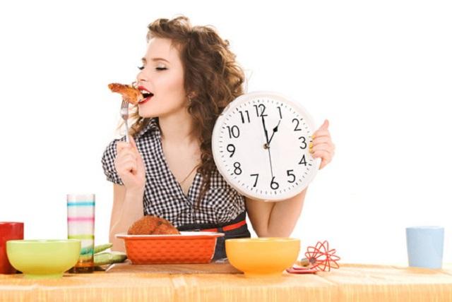 Người bệnh suy nhược cơ thể nên ăn đúng giờ