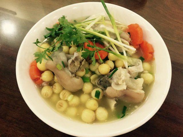 Món dạ dày lợn hầm hạt sen chữa huyết áp thấp