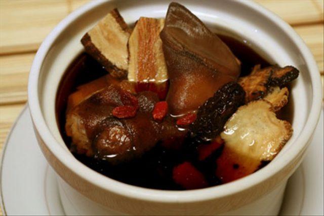 Món thịt dê hầm thuốc bắc chữa huyết áp thấp