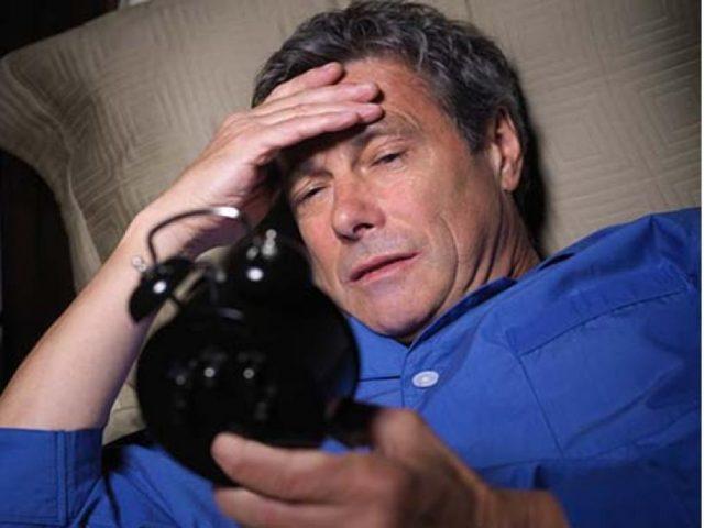 Khó ngủ biểu hiện suy nhược cơ thể ở người già