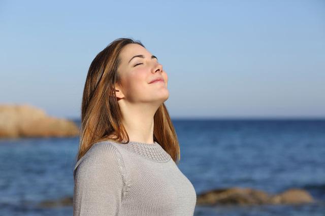 Tập hít thở sâu trị nhức đầu