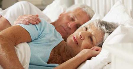Kết quả hình ảnh cho người già mất ngủ