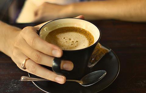 meo-chua-mat-ngu-do-uong-cafe