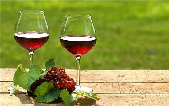 Image result for Uống rượu vang đỏ: