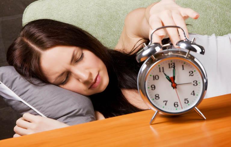 Mất ngủ không chỉ xảy đến với người già mà còn gặp phải ở người trẻ