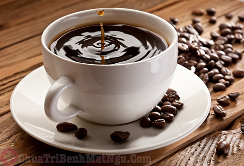 Uống thực phẩm chứa nhiều caffein có thể gây mất ngủ