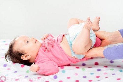 Trẻ tè ướt bĩm nguyên nhân gây mất ngủ