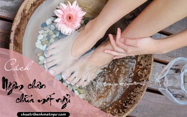 ngâm chân chữa mất ngủ